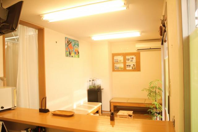 日差しの良い待合室